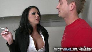 Isi pune barbatul sa ii deie limbi la pizda dupa care fac sex impreuna